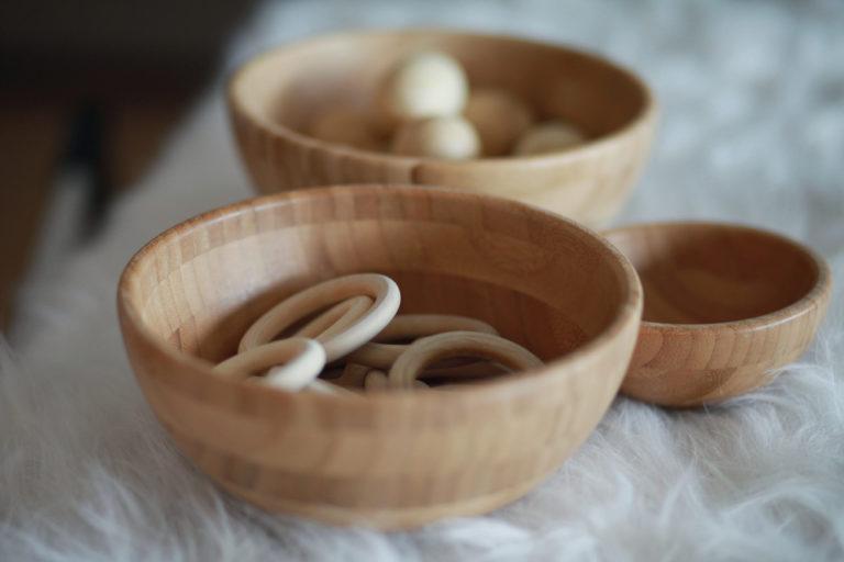 Cuencos de madera natural para los sentidos montessori